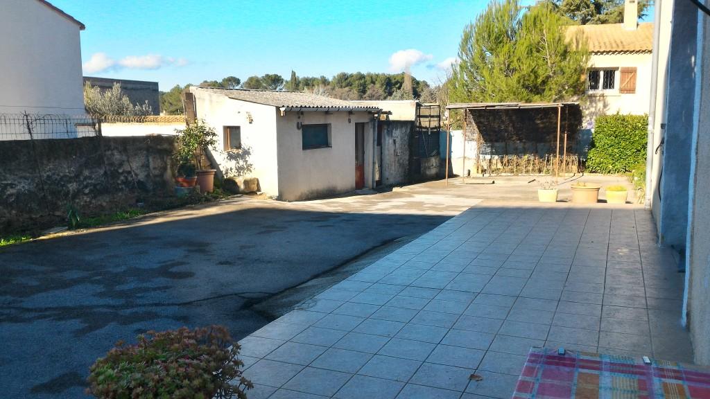 maison de village avec terrain cour 34820