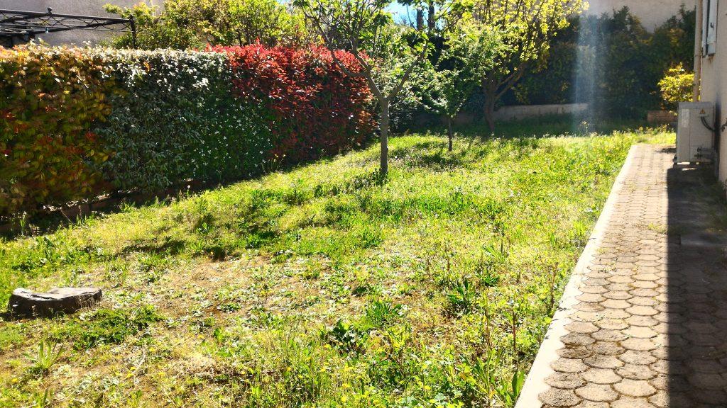villa teyran avec grand jardin