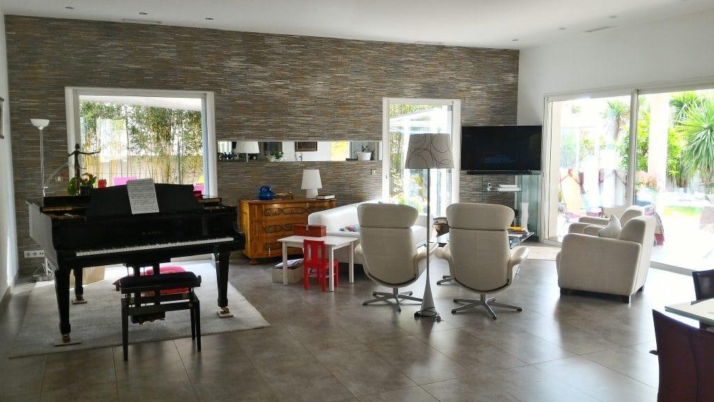 vente villa plain pied Teyran avec grand espace de vie