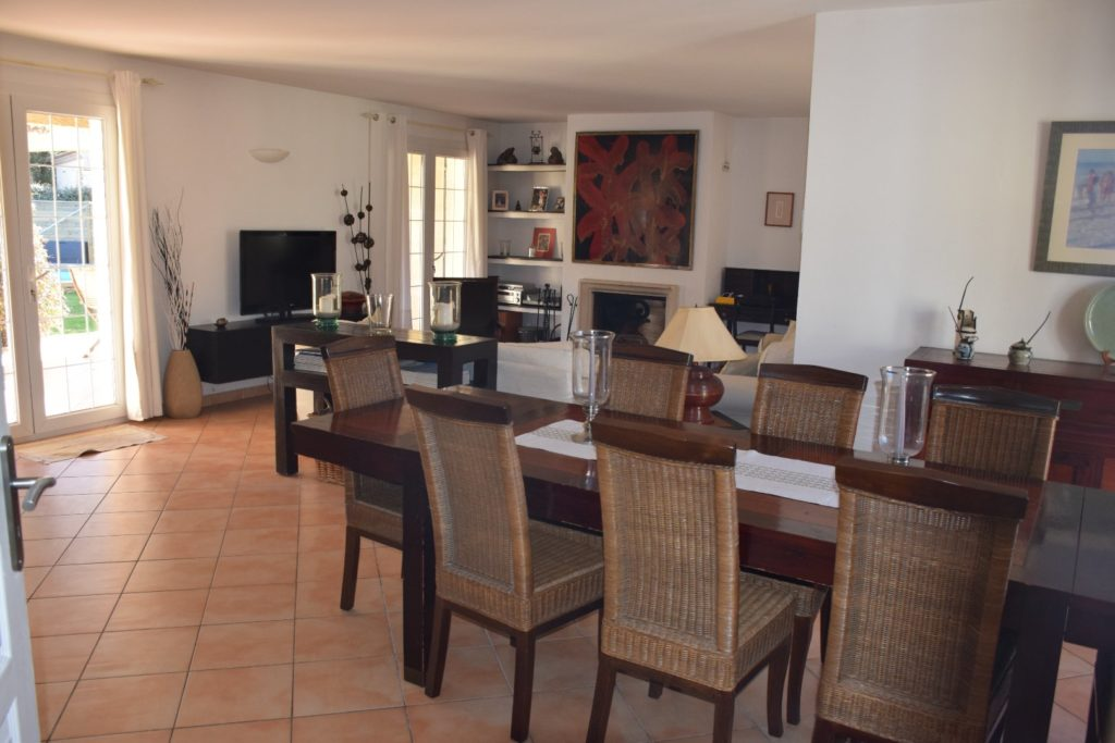 villa avec grand espace de vie lumineux proche montpellier